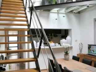 Bent u op zoek naar een bijzondere en tijdloze woning met een knappe architectuur?Deze woning werd destijds heel doordacht gerenoveerd en afgewerkt me