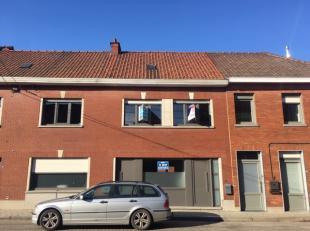 Maison rénovée avec emplacement central !Connexion facile à Waregem, Ronse, Oudenaarde & Kortrijk. Partout sur max. 15min de