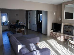 Cet appartement spacieux de 2 chambres est situé au 2ème étage.L'appartement dispose d'un hall d'entrée, toilette s&eacute
