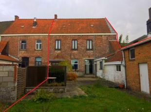 Maison spacieuse en plein centre de Moen !La propriété est sur 416m² et offre de nombreuses possibilités.Grâce &agrave