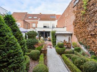 Vous trouverez cette confortable maison de famille dans un bon emplacement au coeur de Zwevegem !Dans cette maison, la convivialité et la convi