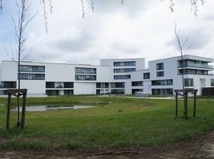 Sur un emplacement central à Zwevegem, au dernier étage de la résidence Vijverhof, vous trouverez cet appartement d'assistance.Le