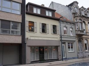 Boutique adaptée à différents usages de 105 m² et vitrine de 7 mètres. Situation très centrale à proxim