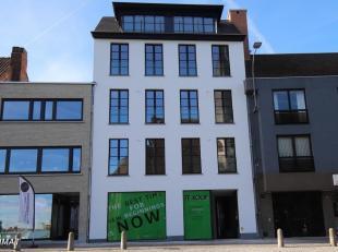 Pal in het centrum  in hartje Zwevegem  bevindt zich deze handelsruimte van 132 m² op de gelijkvloerse verdieping van een hoogwaardig nieuwbouwpr