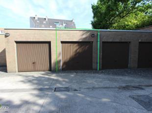 Ruime garage met kantelpoort gelegen te centrum Zwevegem.<br /> Vlotte bereikbaarheid en veilige ligging.