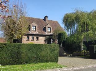 Perfect onderhouden villawoning met 3 slaapkamers, verzorgde tuin en dubbele garage gelegen in een doodlopende straat te Harelbeke. Op het gelijkvloer