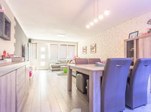 Deze recent gerenoveerde woning omvat een ruime living, volledig geïnstalleerde keuken, berging met apart toilet, 2 droge kelders, veranda, terra