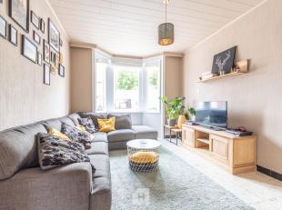 Deze woning gelegen in een rustige wijk in Lauwe bestaat uit een inkom, living met gaskachel en eetruimte, geïnstalleerde keuken, badkamer en rui