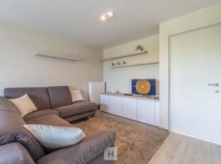 Dit propere instapklaar appartement gelegen op de derde verdieping dicht bij het centrum en het station van Wevelgem zoekt nieuwe eigenaar(s). Het app