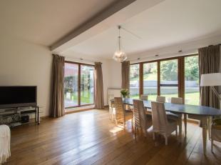 WOLUWE-SAINT-PIERRE, à deux pas des Etangs Mellaerts. Nichée dans un coin de verdure, cette magnifique VILLA (7ch/4sdb) de 390 m² h