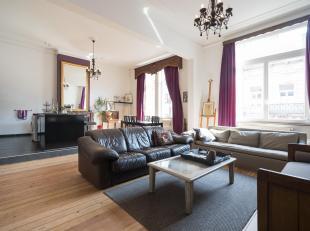 COMPOSITION<br /> Espace de vie (±50m²) : living, salle à manger et cuisine super-équipée (avec emplacement lave-ling
