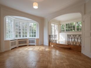 COMPOSITION :<br /> Rez-de-chaussée (90m²) :<br /> <br /> Porche avec vitraux latéraux ;<br /> Hall d'entrée : Granito