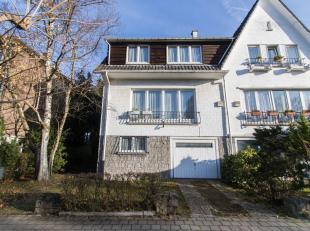 WOLUWE SAINT-PIERRE, district of Chant d'Oiseau, near the Avenue des Volontaires (Metro Petillon). Beautiful house on first floor (4ch / 2sdb) 3 facad