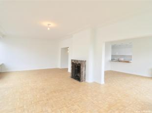 Ixelles, in the heart of the Jardin du Roi, between the avenue Louise and the ponds, close to transport, this beautiful and bright APARTMENT (3bd/2bth