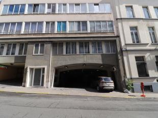 BRUXELLES, à deux pas de l'avenue Louise de de la place du Chatelain. Situé au sous sol d'une belle copropriété. Ce GARAGE