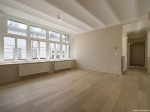 Brussels, located between the Royal Palace and the Sablon, in a building listed in 1896 in the heart of the Brussels Architecture, this apartment (2bd