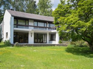 KRAAINEM, à proximité de la place Dumon. Belle MAISON (4ch/3sdb/1bur) de 250m² construit avec jardin et garage. Celle-ci se compose
