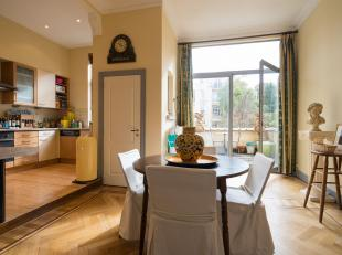 COMPOSITION<br /> Au 2ème étage, sur tout le plateau<br /> -Living (±20m²) avec cheminée en marbre - parquet;<br /> -