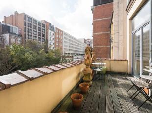 COMPOSITION<br /> Au 2ème étage, sur tout le plateau<br /> -Living (±20m²) avec cheminée en marbre - parquet&nb