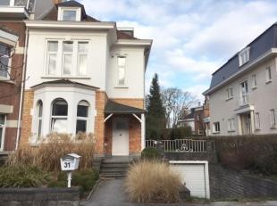 SCHAERBEEK, dans le quartier des Fleurs entre l'OTAN et la Place Meiser. Belle MAISON (4ch+bur/2sdb) de 200 m² avec garage et jardin. Elle offre