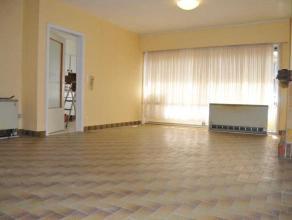 Appartement met 2 slaapkamers op het gelijkvloer dichtbij het centrum van Avelgem. Het appartement is in een kleine en rustige residentie gelegen. Er