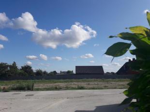 Rustig gelegen bouwgrond in het centrum van Oekene. Je woont er op fietsafstand van het nieuwe ziekenhuis AZ Delta (1,6 km),  vlak bij basisschool De