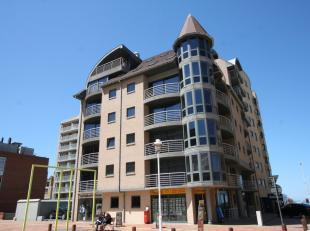 Zeer goed gelegen handelspand te huur te Nieuwpoort-Bad. Georiënteerd richting het handelscentrum is dit hoekpand ideaal voor uw toekomstige onde