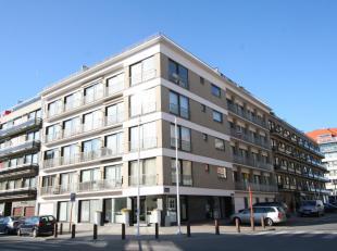 Zéér gezellige penthouse-studio te huur in de centrale residentie Zeeduin. Volledig gemeubeld en voorzien van het nodige comfort! Vanop