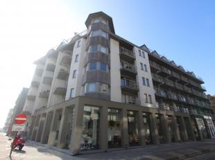Uiterst charmant, bemeubeld appartement met 1 slaapkamer te huur op jaarbasis in de centrale residentie Nieuwpoort Promenade I. Vanop uw zonneterras i