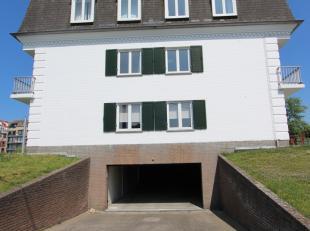 Goed gelegen garage langs de Elisalaan! Afmetingen: diepte 5,70m; breedte poort: 2,70m; breedte garage: 2,95m.