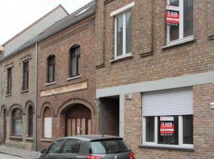 zéér ruim 3-slaapkamerappartement op het gelijksvloers;<br /> midden in het centrum van Nieuwpoort-stad;<br /> rustige locatie !!<br />
