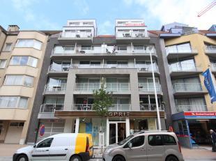 Appartement met 2 slaapkamers gelegen aan de zuidkant in de winkel/wandelstraat te Nieuwpoort-bad. Deze recente residentie (10 jaar) heeft een heel mo