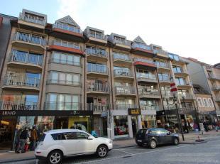 Uitermate knap, ruim, bemeubeld appartement met 3 volwaardige slaapkamers te huur op jaarbasis te Nieuwpoort-Bad. Doorlopend, zodoende kan u de ganse
