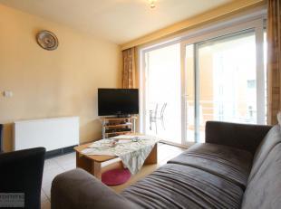 Dit appartement bevindt zich om te beginnen in het hart van Nieuwpoort. Op 150m van winkelstraat en zeedijk bent u hier vlakbij alle voorzieningen.Bin