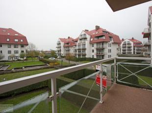 In dit domein met buitenzwembad te Middelkerke bevindt dit appartement zich in een oase van rust en comfort. Met de zee en het zandstrand op 300m kan