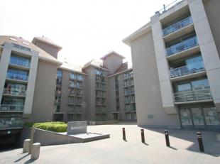 Zeer ruim gelijkvloers appartement te huur op jaarbasis in de statige residentie Bernardus te Nieuwpoort-Bad. Dit appartement beschikt over 2 slaapkam