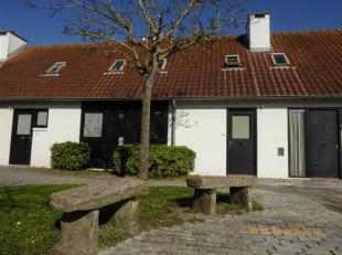 2 slaapkamer woning te koop in het groene en rustige domein Ysermonde te Nieuwpoort. Deze woning omvat : op de benedenverdieping: open keuken, badkame