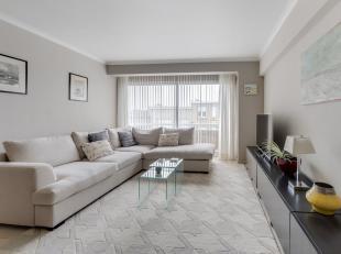 Appartement situé dans une petite résidence avec 4 appartements. L'appartement dispose d'une entrée; living et salon spacieux; no