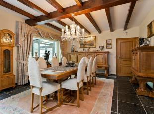 Deze prachtige, tijdloze villa met zicht op het Calmeynbos is een verborgen parel in De Panne. De woning geniet van absolute privacy en is gelegen in
