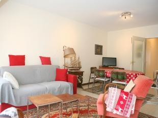 APPARTEMENT TE KOOP TE DE PANNE : Zijdelings zeezicht, gelegen op de 4de verdieping. Woonkamer, afzonderlijke keuken en berging, badkamer, toilet en 2