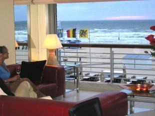 APPARTEMENT TE KOOP DE PANNE : Uniek duplexappartement op de Zeedijk : prachtig panoramisch zeezicht vanuit de woonkamer en beide slaapkamers! Kelder