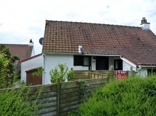 Mooi onderhouden vissershuis 177 op domein Duinendaele. Dit huis heeft een living met houtkachel, een keuken met vaatwasser. 2 slaapkamers beneden. Ni