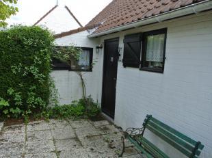 Vissershuis 71 op domein Duinendaele. Living met ingerichte keuken, 2 slpks beneden, badkamer met bad , lavabo en wc. 1 Mezzanine Slpk boven met 2e  t