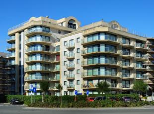 Instapklaar appartement met 1 slaapkamer, gelegen op 100m van het strand en de Esplanade en met zicht op zee. <br /> <br /> Het appartement ligt op de