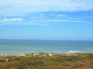 Cet appartement de luxe avec une belle terrasse orientée au sud avec vue sur la mer est situé sur TOPLOCATION, à 50m de la plage