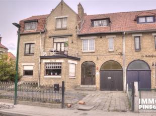 Agréable appartement au deuxième étage du résidence Salve. L'appartement comprend un living avec coin-repas et cuisine int