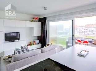 Zonnige, ruime en moderne flat met slaaphoek, vlakbij zee en centrum ! Indeling: inkom, slaaphoek, badkamer, wc, ruime living, moderne keuken, zonnete