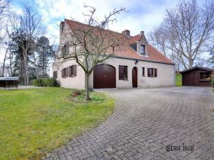 """Villa met een residentiële ligging op de """"Hoge Blekker"""" !Indeling: inkomhall, grote living met open haard (cassette), ingerichte keuken, slaapkam"""