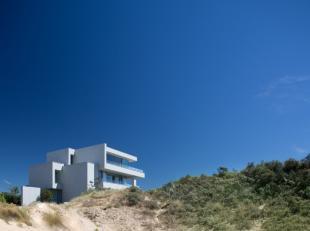 UNIEK ! Ruim en luxueus nieuwbouwappartement in de duinen met zeer grote zonneterrassen. Slechts één appartement per verdieping ! Dit pr