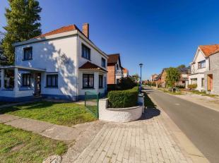 Authentieke kustvilla in een rustige wijk van Koksijde-Bad !Indeling: inkom, woon- en eetkamer, ingerichte keuken, toilet, slaapkamer (bureau) en buit
